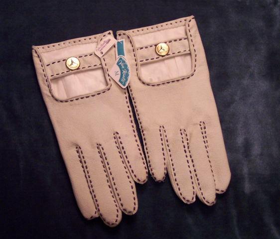 Gl109 Van Raalte white leather driving glove (3)