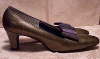Red Cross vintage olive green patent leather pumps