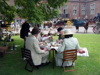 Elegant picnic scene (photo by Peggy Hunt)