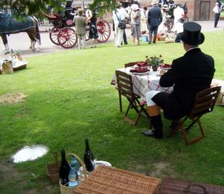 Elegant picnic scene 2 (photo by Peggy Hunt)