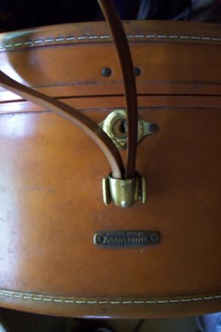 Antique Samsonite Shwayder Bros. Inc. Denver, CO round leather suitcase (4)