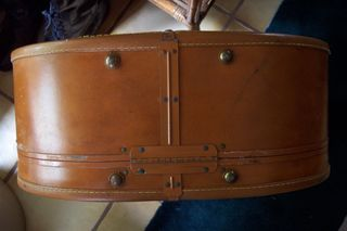 Antique Samsonite Shwayder Bros. Inc. Denver, CO round leather suitcase (7)