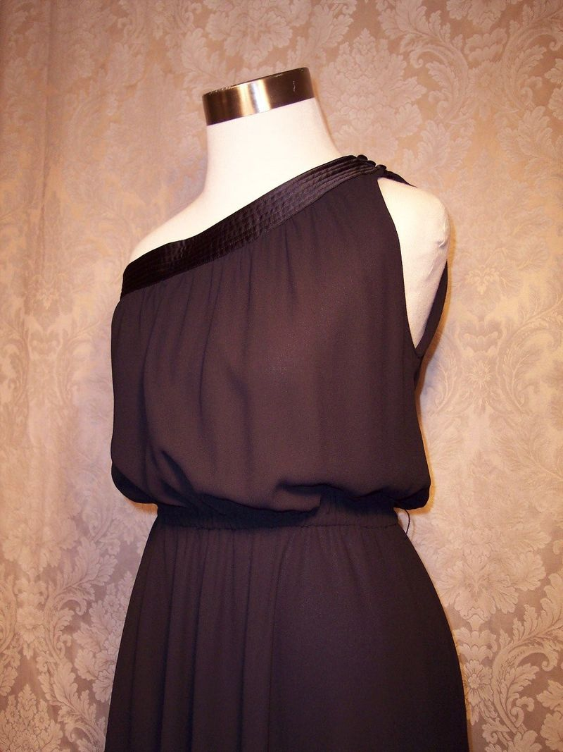 Vintage 1970s Pierre Cardin one shoulder black dress (7)