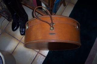 Antique Samsonite Shwayder Bros. Inc. Denver, CO round leather suitcase (3)