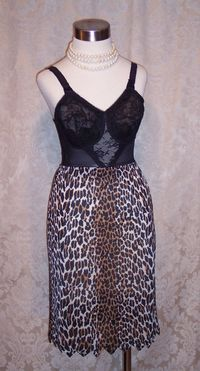 Vintage 1960s Vanity Fair Leopard Print Half Slip (2)