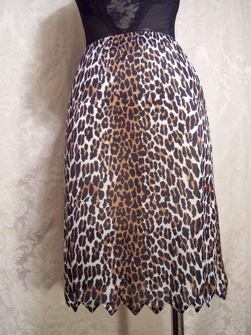 Vintage 1960s Vanity Fair Leopard Print Half Slip (6)
