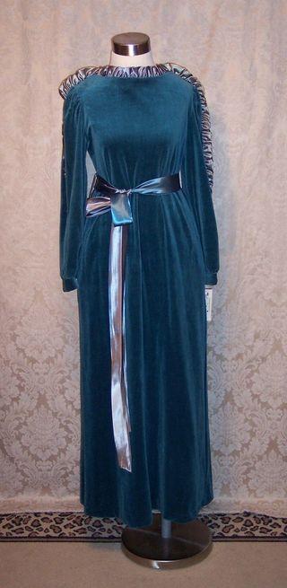 Vintage Richard Sivley for Keyloun velvet hostess dressing gown