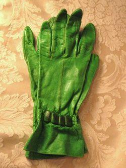 1930s vintage green leather gauntlet ladies gloves