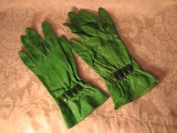 1930s vintage green leather gauntlet ladies gloves (3)