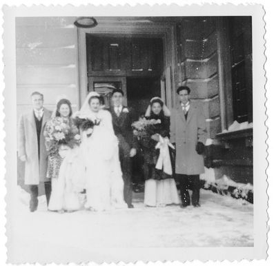 1940s winter wedding party