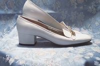 Vintage Pappagallo White Loafers Gold Chain Detail