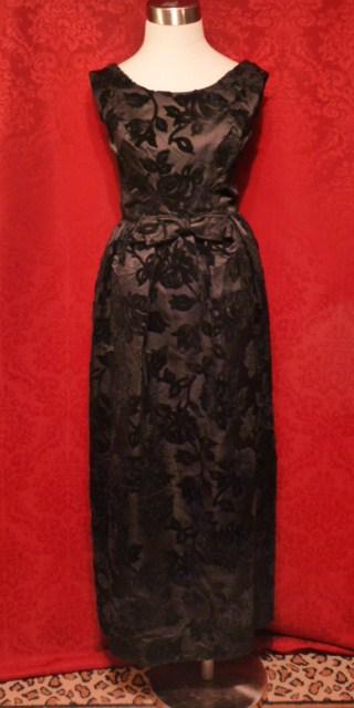 Vintage velvet clothing The Red Velvet Shoe (8)