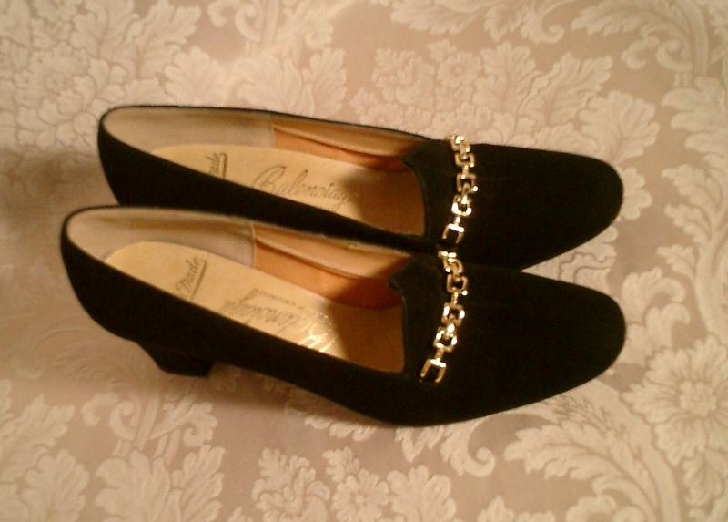 Vintage 1950s Balenciaga custom made black pumps gold chain  (2)