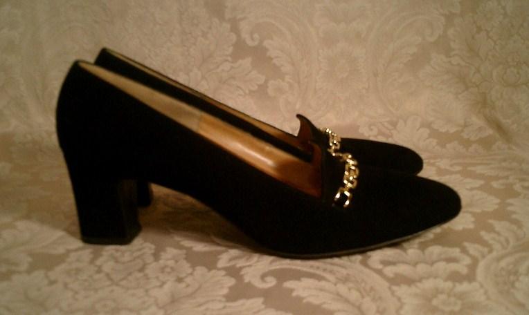 Vintage 1950s Balenciaga custom made black pumps gold chain  (4)