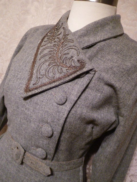 1940s vintage dress grey wool embroidered collar off center buttons jpg (7)