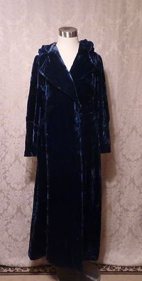 1930s vintage Filene's blue velvet hooded robe dressing gown (3)