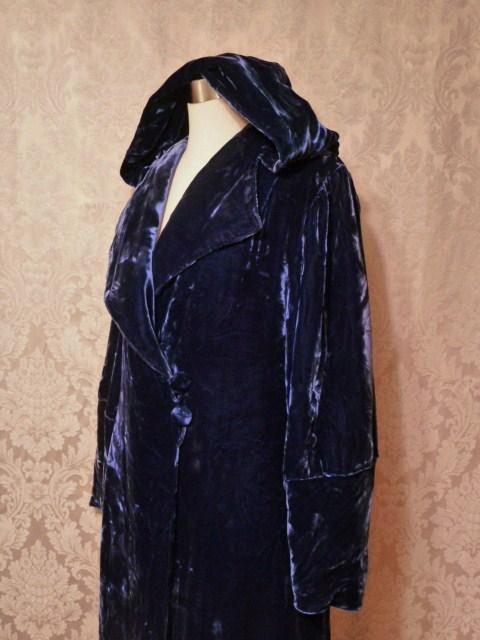 1930s vintage Filene's blue velvet hooded robe dressing gown (4)