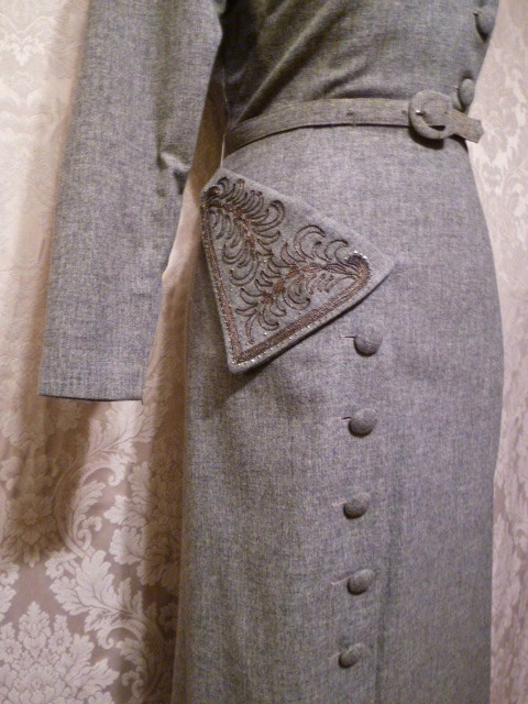 1940s vintage dress grey wool embroidered collar off center buttons jpg (5)