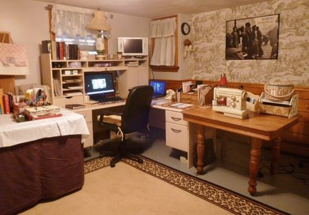 The Red Velvet Shoe workspace & office  (4)