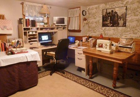 The Red Velvet Shoe workspace & office  (4)