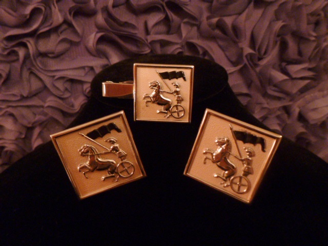 Vintage Swank Roman Soldier Horse Chariot pink silve cuff links tie tack  (2)