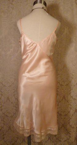 1940s vintage peach satin full slip ecru lace trim 10 (3)
