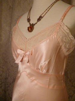 1940s vintage peach satin full slip ecru lace trim (3)