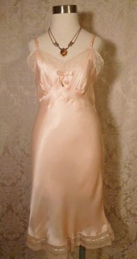 1940s vintage peach satin full slip ecru lace trim 10 (1)