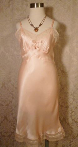 1940s vintage peach satin full slip ecru lace trim 10 (1)