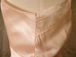 1940s vintage peach satin full slip ecru lace trim 10 (5)