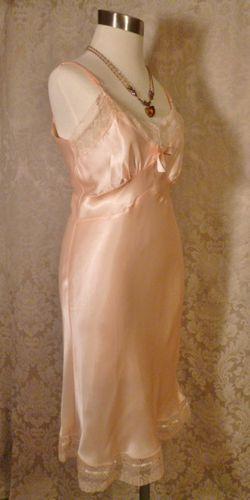 1940s vintage peach satin full slip ecru lace trim 10 (2)