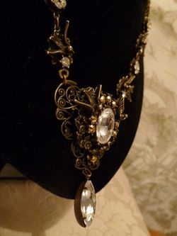 Banana Bob Birds In Flight  Ornate Gold & Rhinestone Tear Drop Necklace  (5)