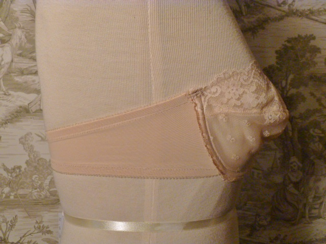 1980s Vanity Fair Flesh Tone Strapless Lace Bra 34B  (3)