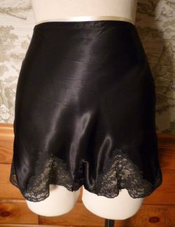1930s Lady Duff Black Silk & Lace Tap Pants French Knickers (8)
