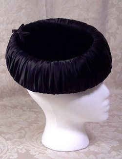 Vintage 1950s black velvet & ruched satin hat bow tie  (5)