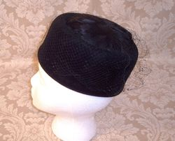 Ht113 Sonni Cal. tall black feather net pillbox (3)