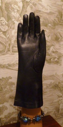 Vintage navy blue kid skin embroidered cut out leather gloves (3)