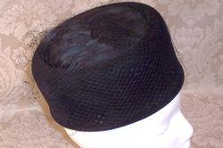 Ht113 Sonni Cal. tall black feather net pillbox (2)