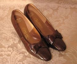 Vintage Thos. Cort Ltd. Genuine Reptile pumps (2)