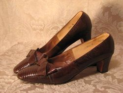 Vintage Thos. Cort Ltd. Genuine Reptile pumps (3)
