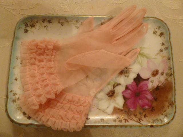 1950s vintage sheer pink ruffle wristlet gloves  (7)