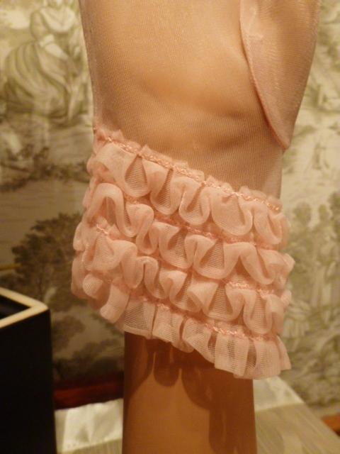 1950s vintage sheer pink ruffle wristlet gloves  (3)