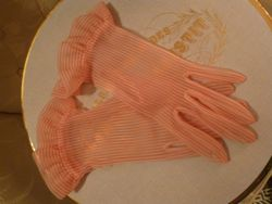 1950s vintage sheer  red & white candy stripe gloves (4)