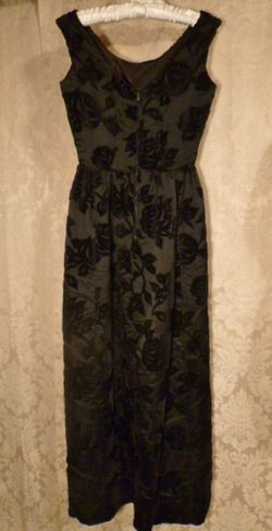 1960s Vintage Ben Barrack black flocked velvet gown (6)