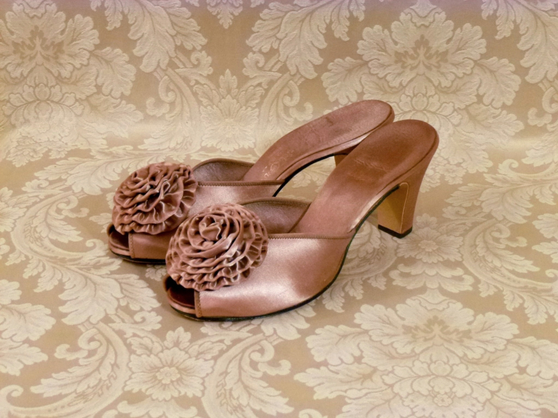 Vintage Daniel Green 1940s 1950s rose gold boudoir hostess slippers  (2)