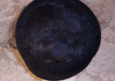 Vintage 1950s Sonni California tall black felted wool pillbox feather top swiss dot net hat (2)