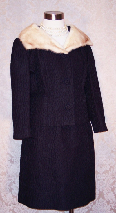 A Golet Original Vintage 1960s black suit with blonde mink fur collar (3)