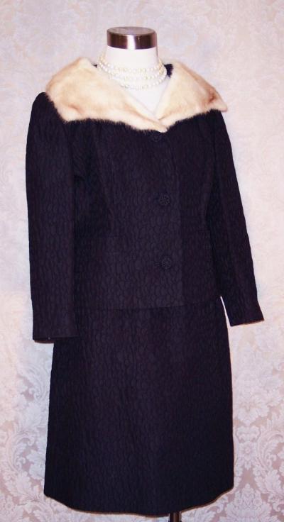 A Golet Original Vintage 1960s black suit with blonde mink fur collar (3)
