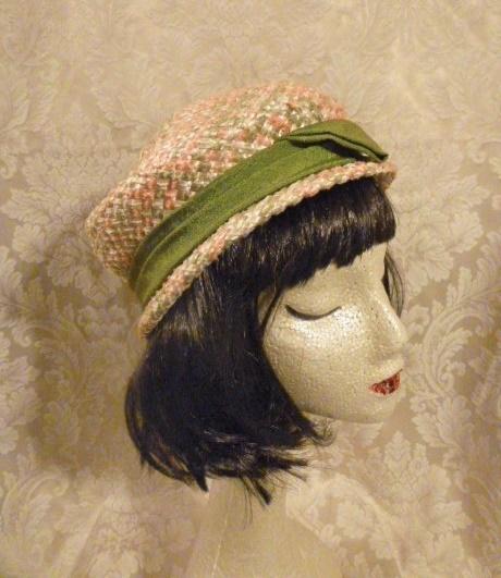 Vintage 1950s peach green raffia straw pillbox hat  (1)