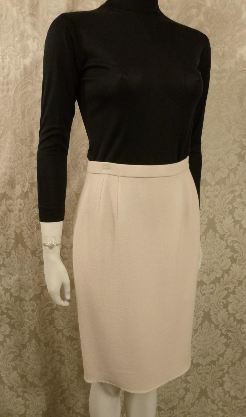 Vintage 1980s Carolyne Roehm ivory white crepe wool pencil skirt. (3)
